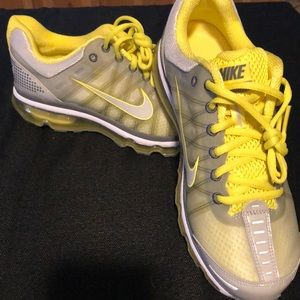 Nike air max 2009  size 8.5 NEVER WORN